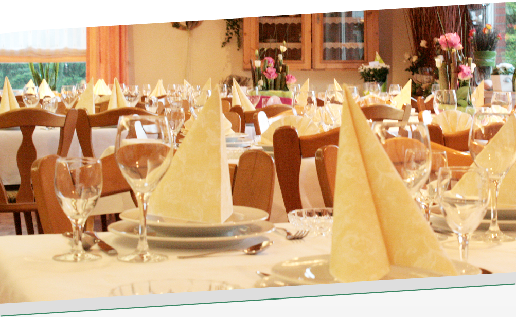 Tischdekoration bei einer Familienfeier im Gasthaus Düsing in Schapen (Emsland)