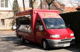 Der Verkaufswagen der Bäckerei Düsing
